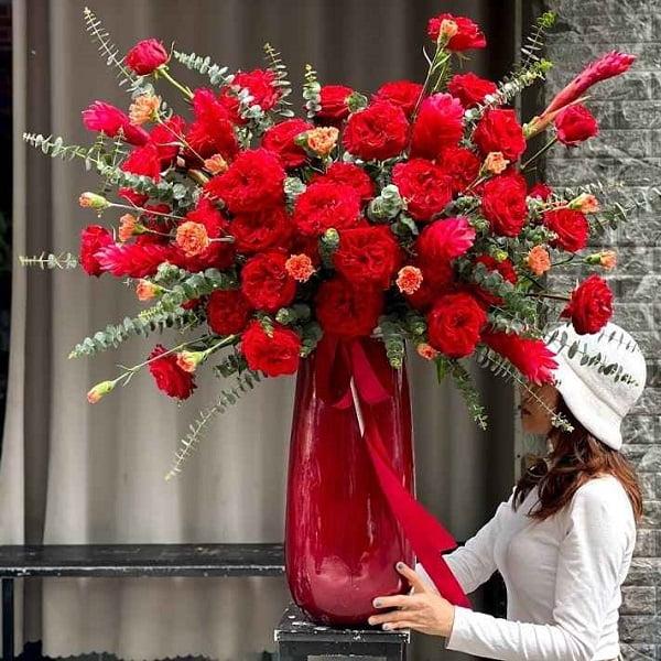 Bình hoa hồng đỏ ohara