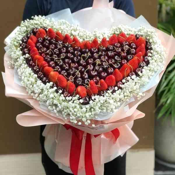 bó hoa dâu tây cherry trái tim